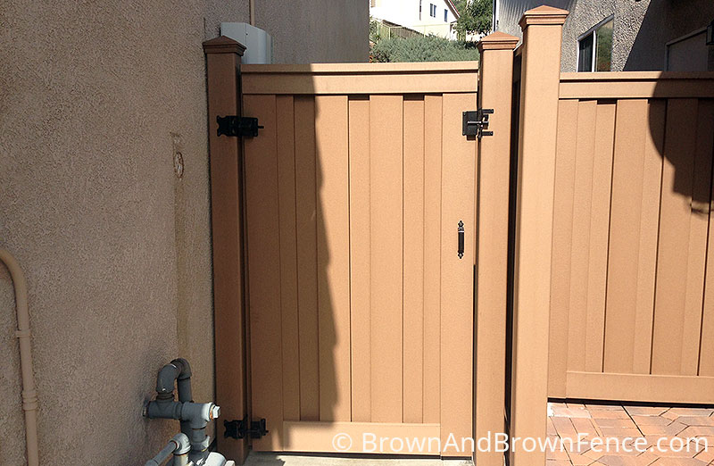 trex composite gate 01